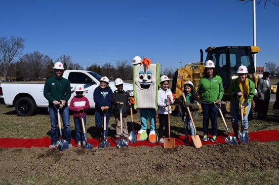 2018 Eagle Groundbreaking Enlace Students 640 X 425